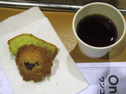 クッキーとパウンドケーキと紅茶