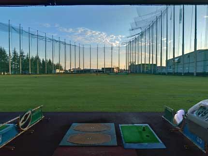 イーグルゴルフ練習場で練習