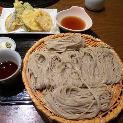 戸隠二八そばの野菜天ざる大盛1610円税込