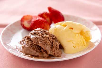 バニラアイスクリームとチョコレートアイスクリーム