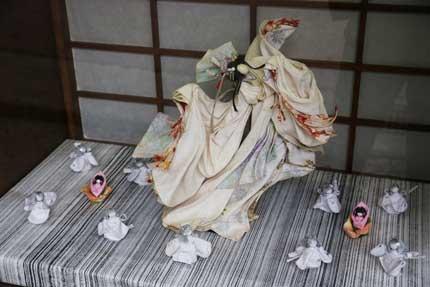 紙で作った人形