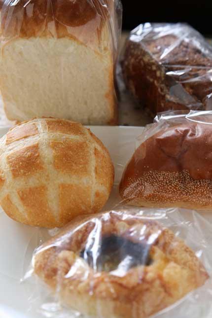 パンと焼菓子 ohana (オハナ)さんでパン