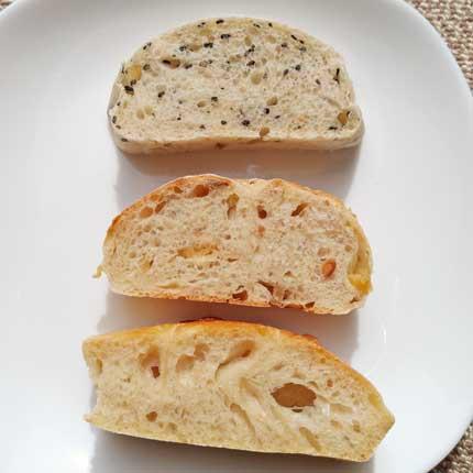 ごまの白パン、もっちりしてごまの香りがよいパンです