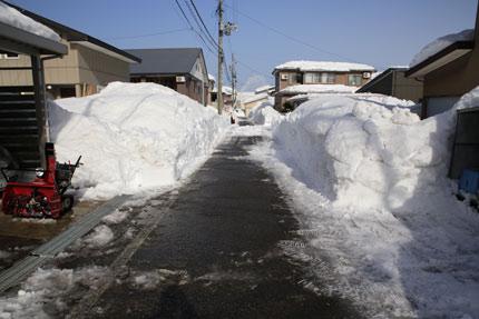 家の前の道路をしっかり排雪してくれました