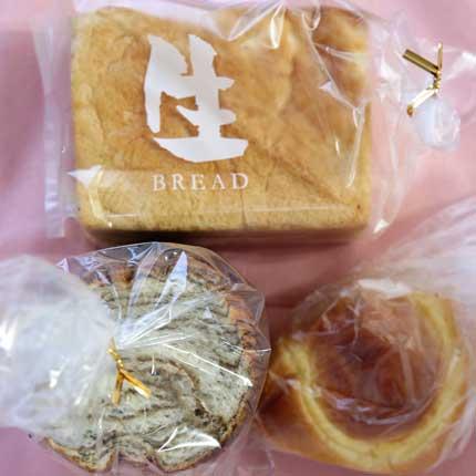 生食パン190円税別、ラウンドパン190円税別、まろやかクリームパン140円税別。
