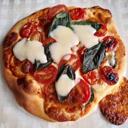 自家製トマトと自家製バジルのマルゲリータ