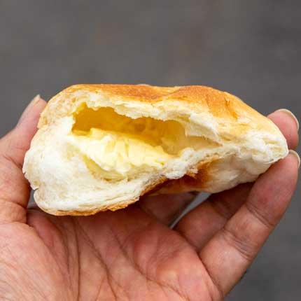 チーズクリームパンの中
