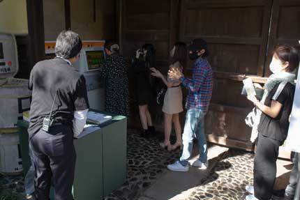 券売機で栗の点心朱雀の食券を購入