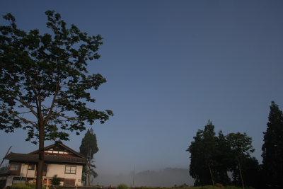 青く晴れ渡る朝の空