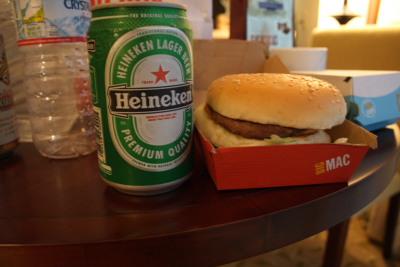 夕飯は、ハイネッケンとビッグマック