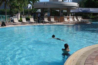 朝から泳ぐ