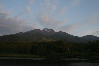 静かに佇む妙高山