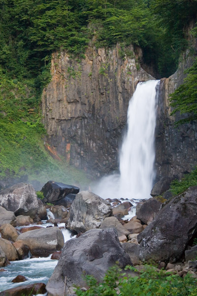 気持ち良い景色の苗名滝