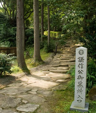 上杉謙信公の墓への道
