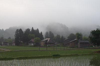 朝靄の中の高柳荻ノ島地区