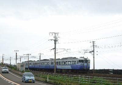 中越沖地震、電車が止まってる。