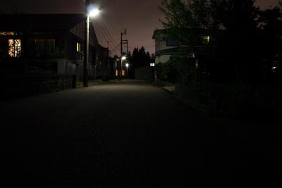 自宅前の夜道