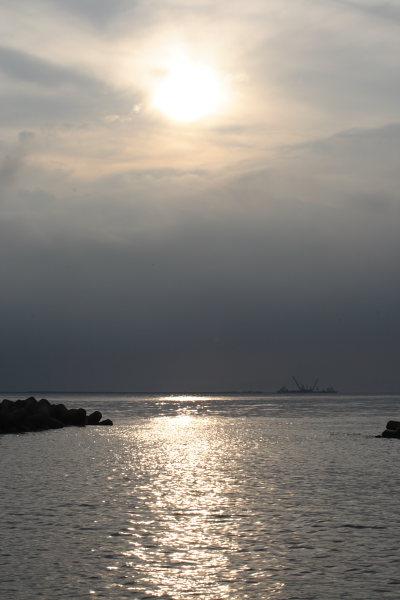 夕日を浴びた日本海